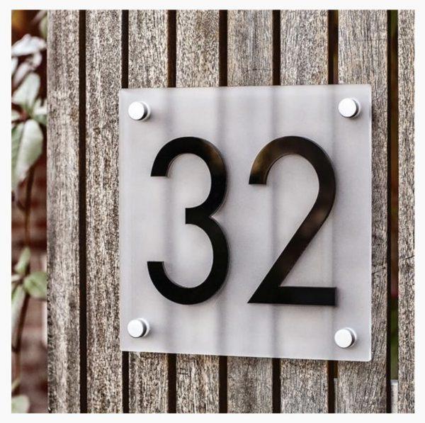 Husnummerskilt Frostet