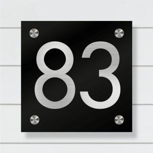 Moderne husnummerskilt