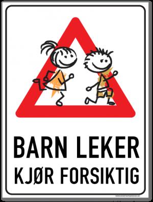 Barn leker skilt med gutt og jente som leker inni en rød varseltrekant og tekst som ber om at man kjører forsiktig