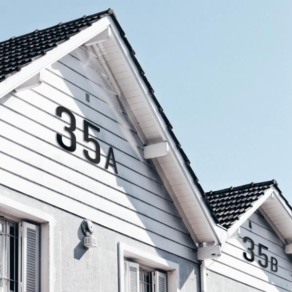 Husnummerskilt Sort