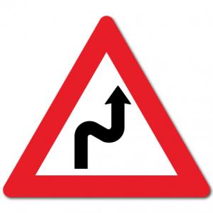 trafikkskilt farlige svinger høyre