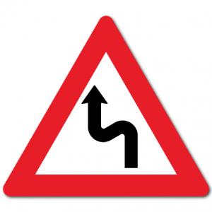 trafikkskilt farlige svinger venstre