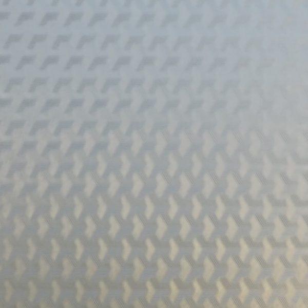 Nærbilde av en vindusfolie med struktur som skjermer innsyn.