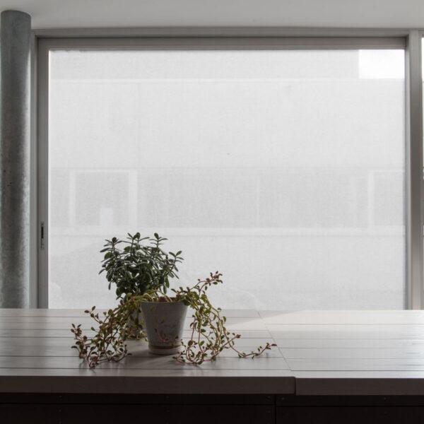 Tekstil vindusfolie montert på glassglate.