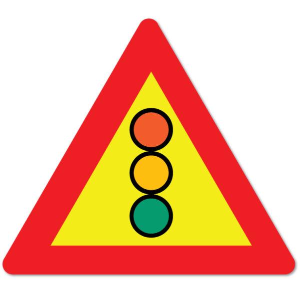 Arbeidsvarsling skilt som forteller at trafikken er regulert med lyssignal