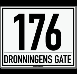 Husnummerskilt med gatenavn