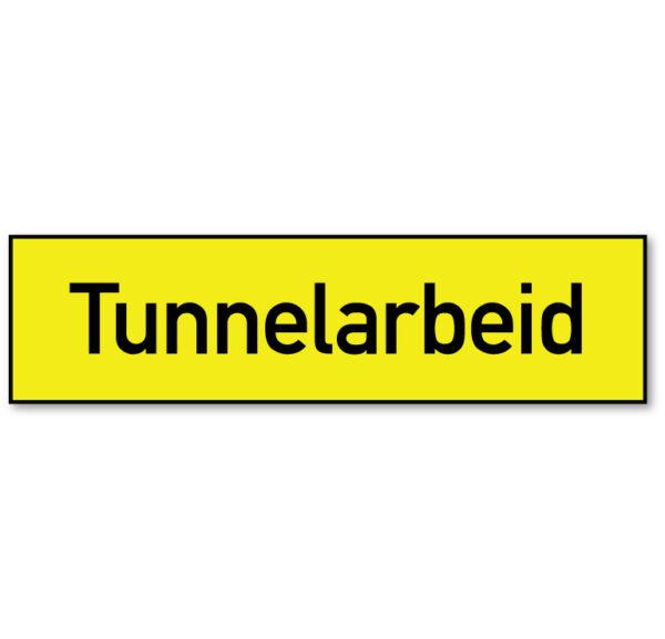 Arbeidsvarsling skilt som forteller at det foregår tunnelarbeid